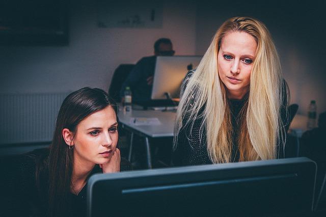 Chcete začať podnikať? Pomôžeme vám v tom, či je vhodnejšia živnosť alebo s.r.o.