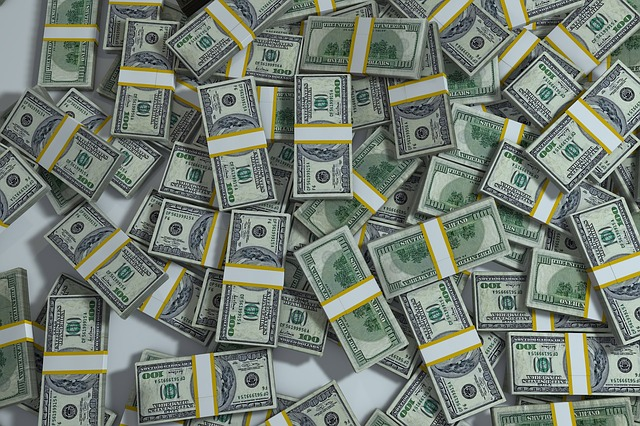 hromada peněz.jpg