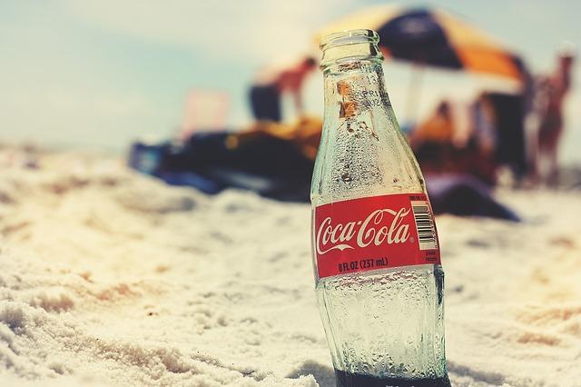 coca cola na pláži