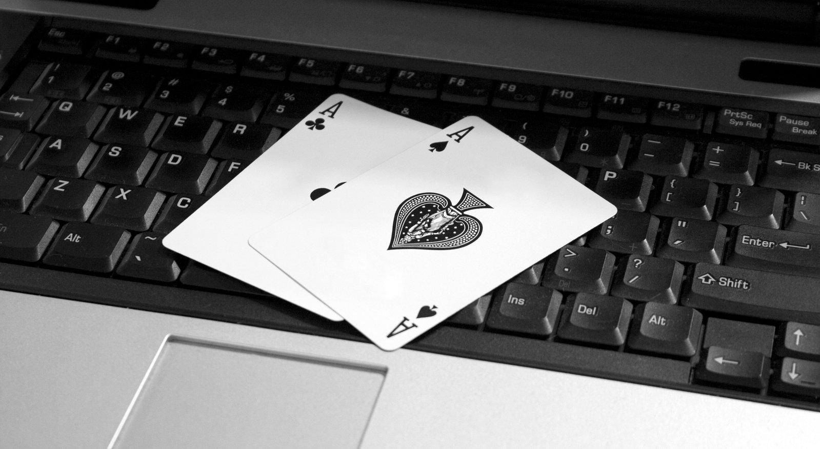 karty, klávesnica